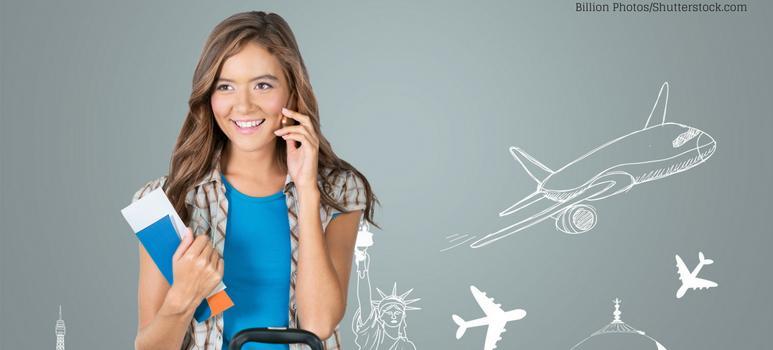 ragazza al telefono con aereo stilizzato sullo sfondo