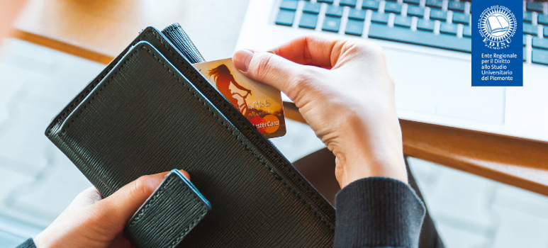 immagine di mano con portafoglio