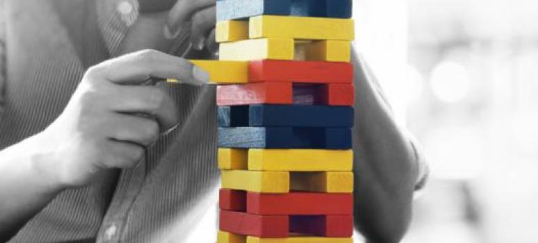 immagine relativa a uomo con puzzle